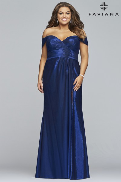 Plus Size Prom Dresses | Designer Formal Gowns