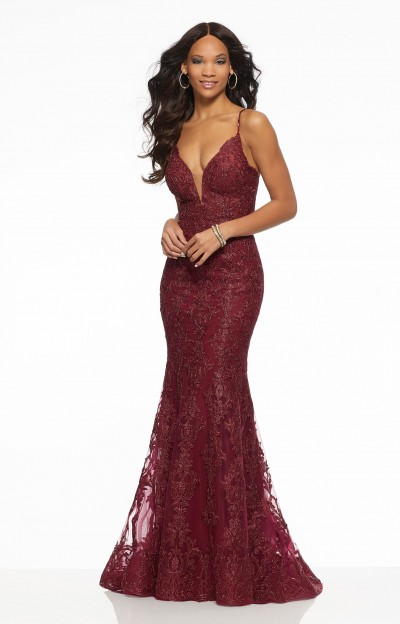 Sexy Fitted Detailed V-Neckline Gown